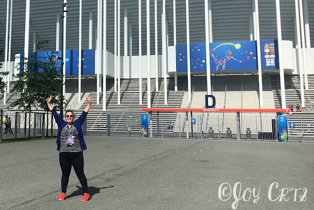 PeaceLove-Joy devant le Stade Matmut Atlantique, EURO 2016