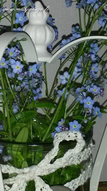 kukat kruunu lyhdyssa