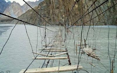 7 Penampakan Jembatan Paling Seram di Asia