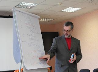 Провожу управленческий тренинг - рассказываю про ролевую структуру группы и коммуникативные навыки