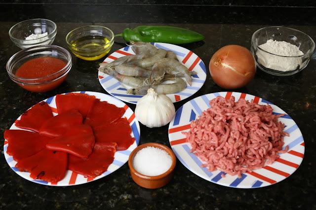 Ingredientes para pimientos del piquillo rellenos de carne con salsa de langostinos