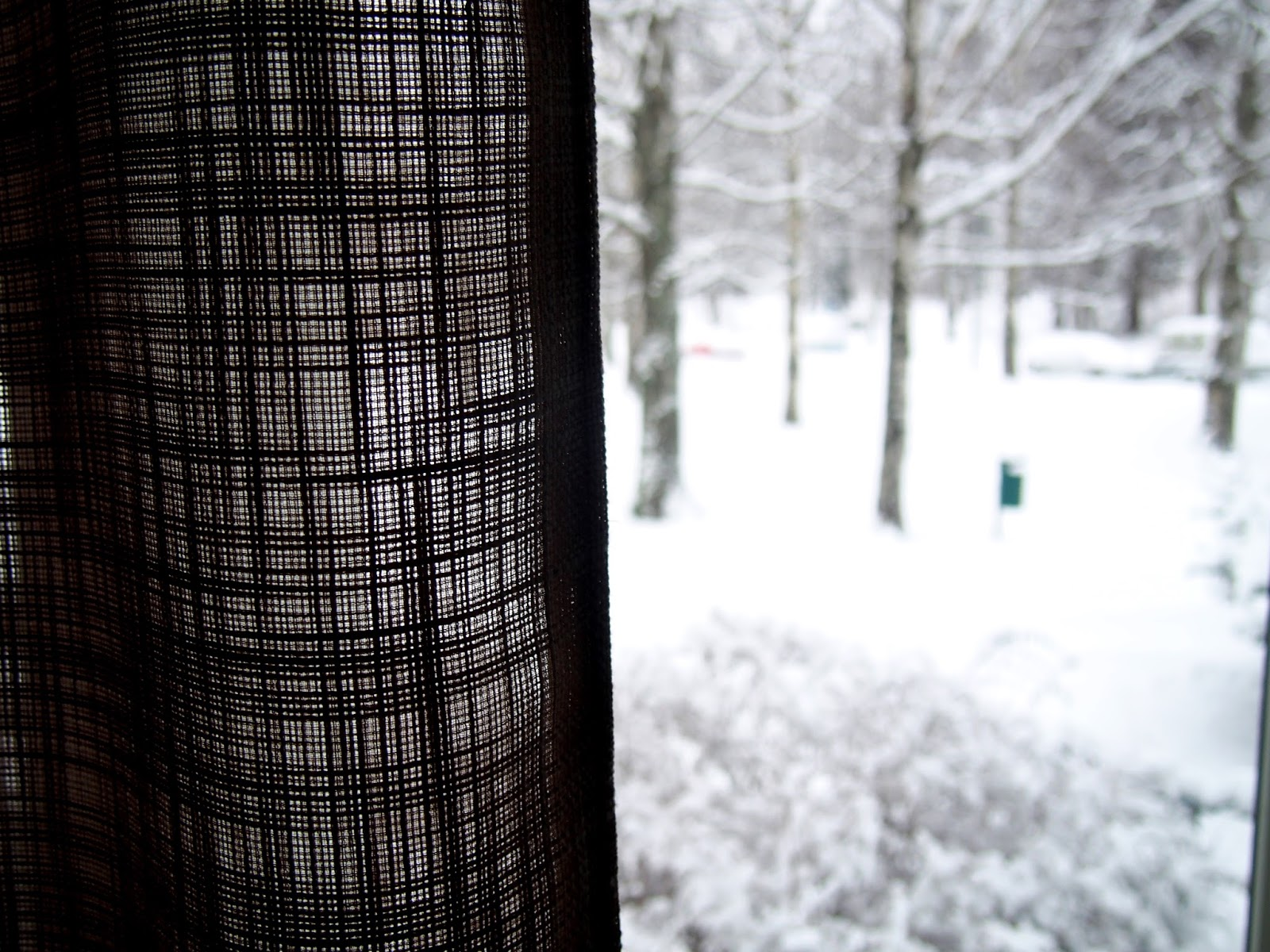 snow outside curtains window ikkuna lumi ulkona verho kajo valo