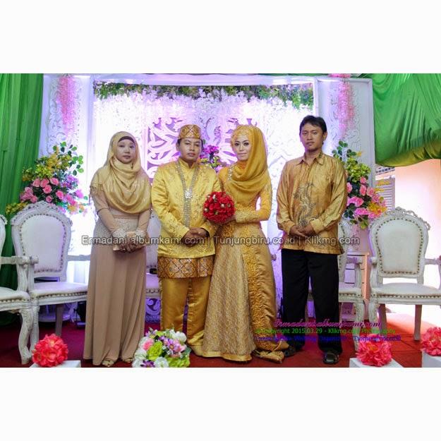 Resepsi Erma & Dani  | Make Up, Busana & Dekorasi : Tunjung Biru Rias Pengantin Purwokerto | Foto : Klikmg.com Fotografi Banjarnegara