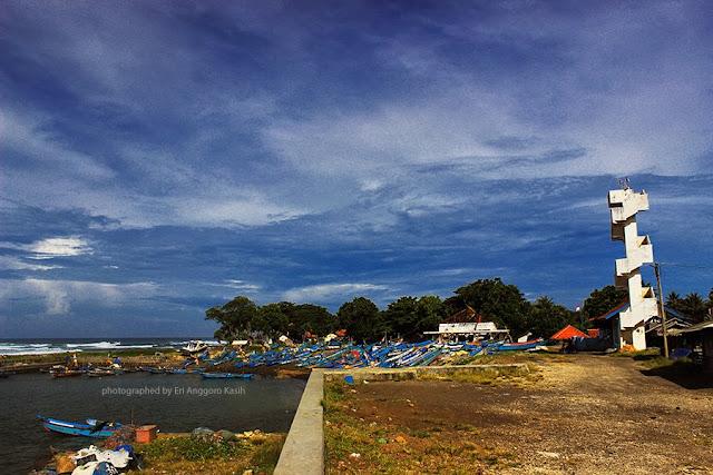 Pantai Pamayangsari-Cipatujah, pantai Selatan Tasikmalaya.