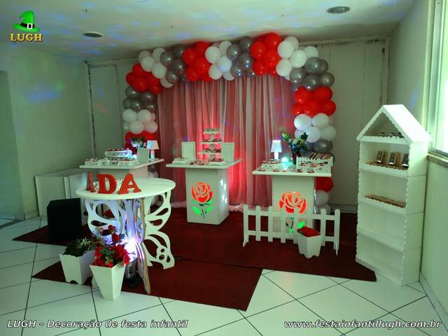 Mesa de festa para adultos com tema de Flores - Aniversário feminino