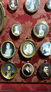collection de médaillons avec portrait
