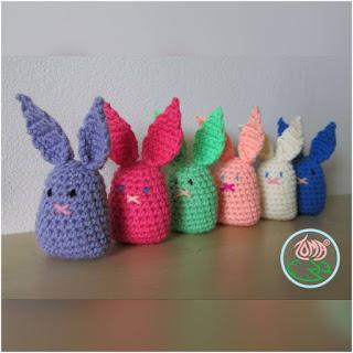 tomacreations.wordpress.com/2015/08/17/free-pattern-amigurumi-daisy-pincushions/