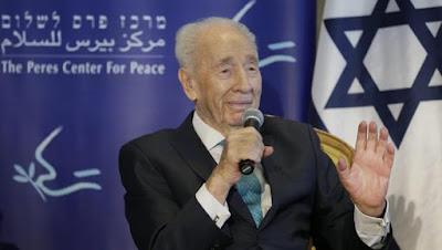 """El expresidente de Israel Simon Peres se encuentra en grave estado de salud y, según han indicado a AFP fuentes cercanas a su entorno, en estos momentos """"se debate entre la vida y la muerte""""."""