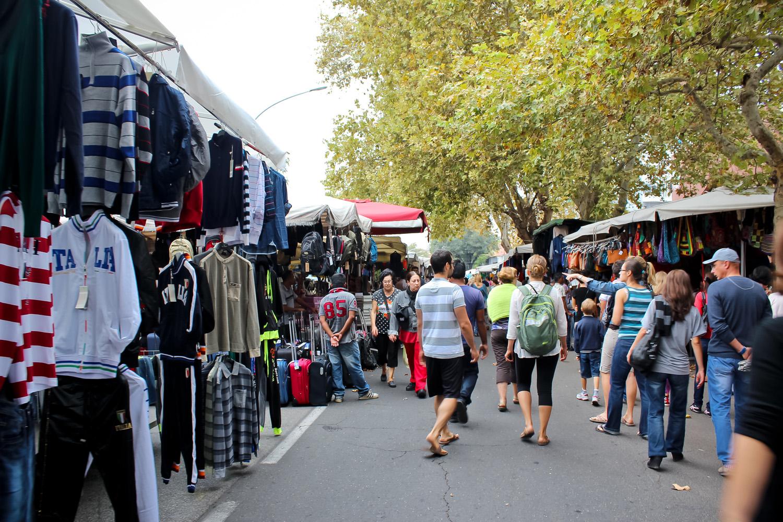 A glimpse into porta portese flea market in rome ang - Porta portese baby sitter ...