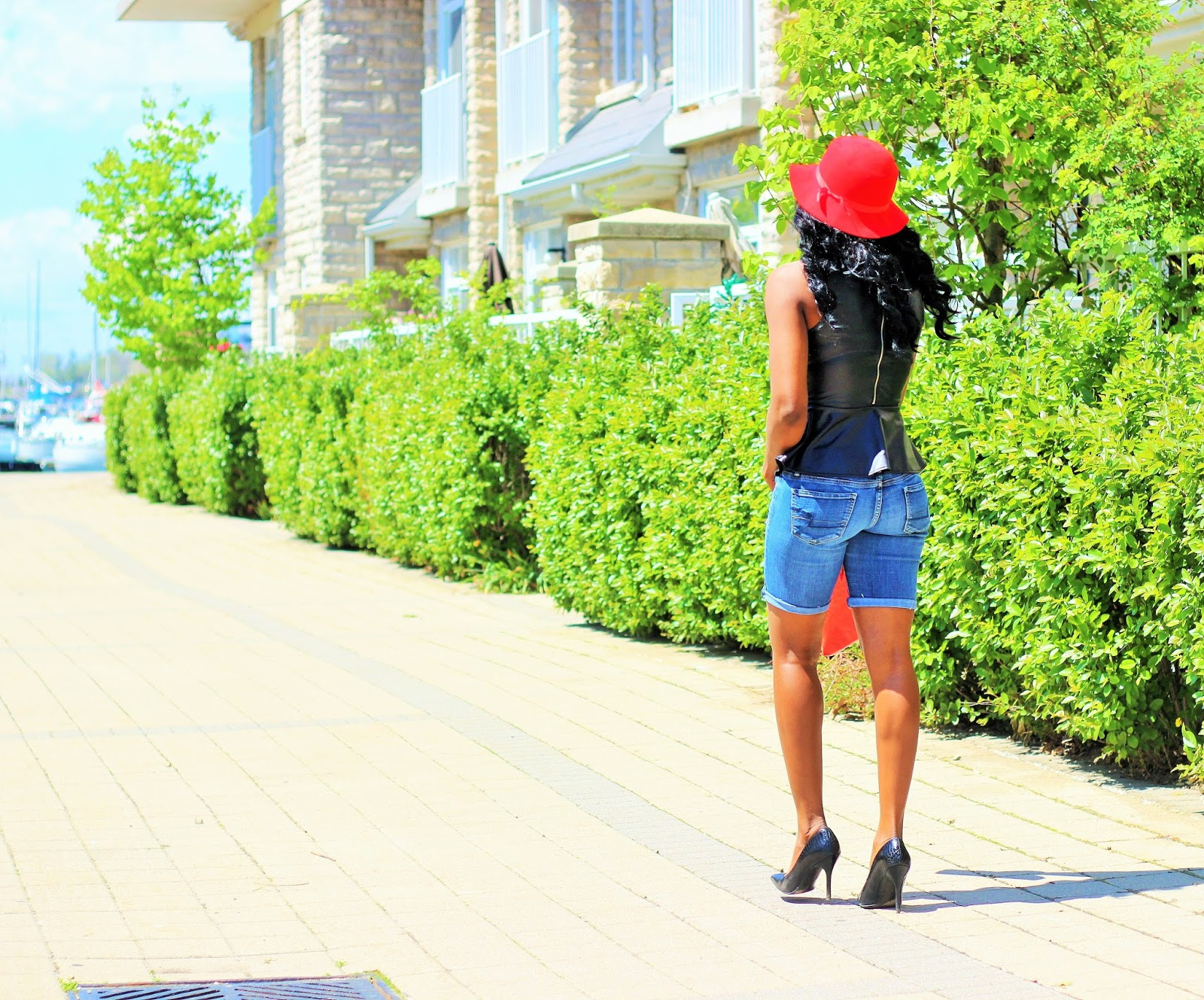 The Perfect DIY Distressed Jeans Shorts