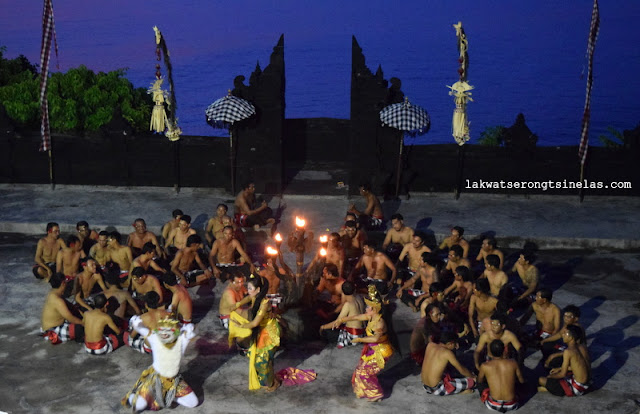 SUNSET KECAK FIRE DANCE AT ULUWATU