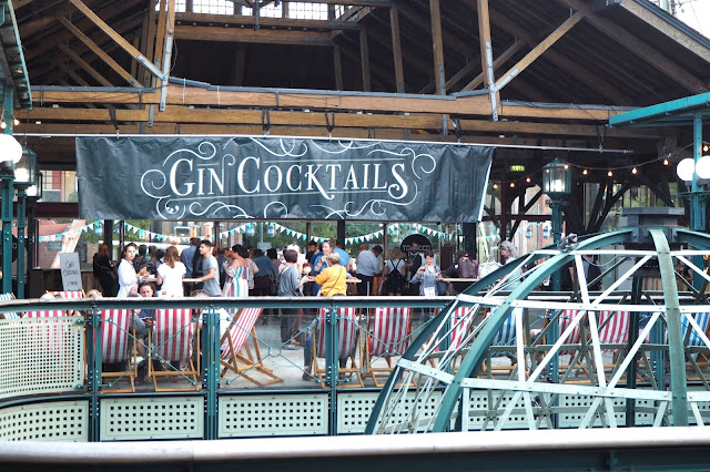 Gin Cocktails Sign