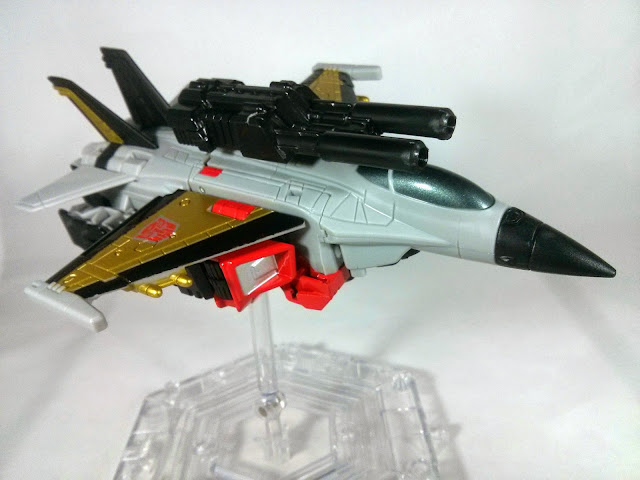 Combiner Wars Skydive in jet mode with cannon