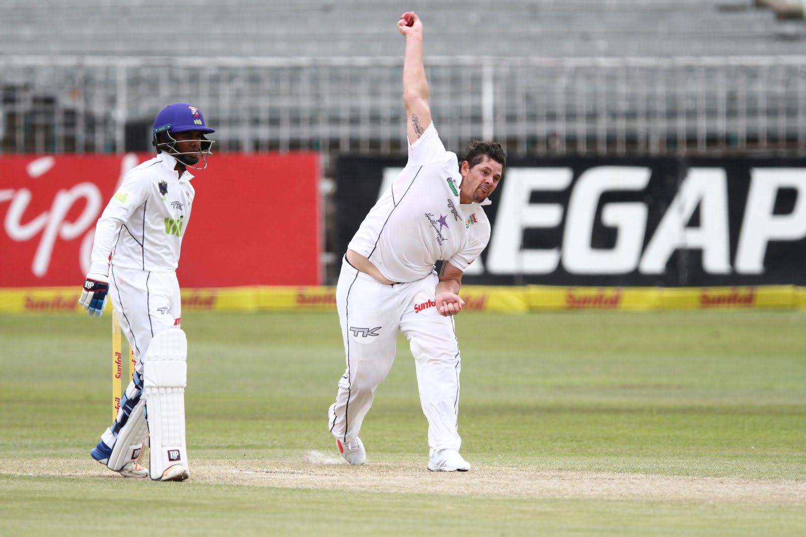 Robbie Frylinck bowling for the Hollywoodbets Dolphins
