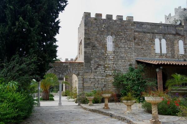 hyères var ville haute vieille médiéval moyen âge castel sainte claire
