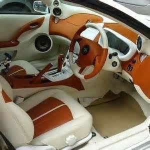 Yang harus anda hindari untuk menjaga warna cat mobil adalah sinar matahari,air hujan.
