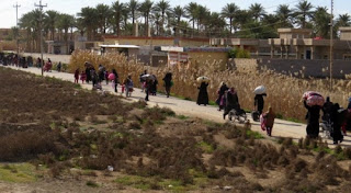مصدر في الحشد الشعبي يؤكد ان عوائل داعش بدأت تهرب من الحويجه