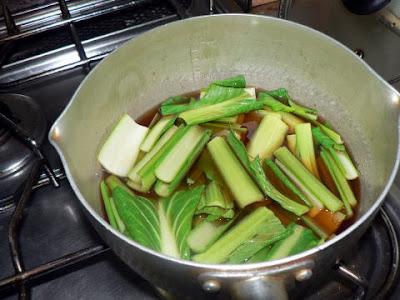 小松菜を出し汁へ