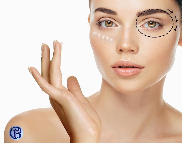 Aplicar crema facial con dedo anular