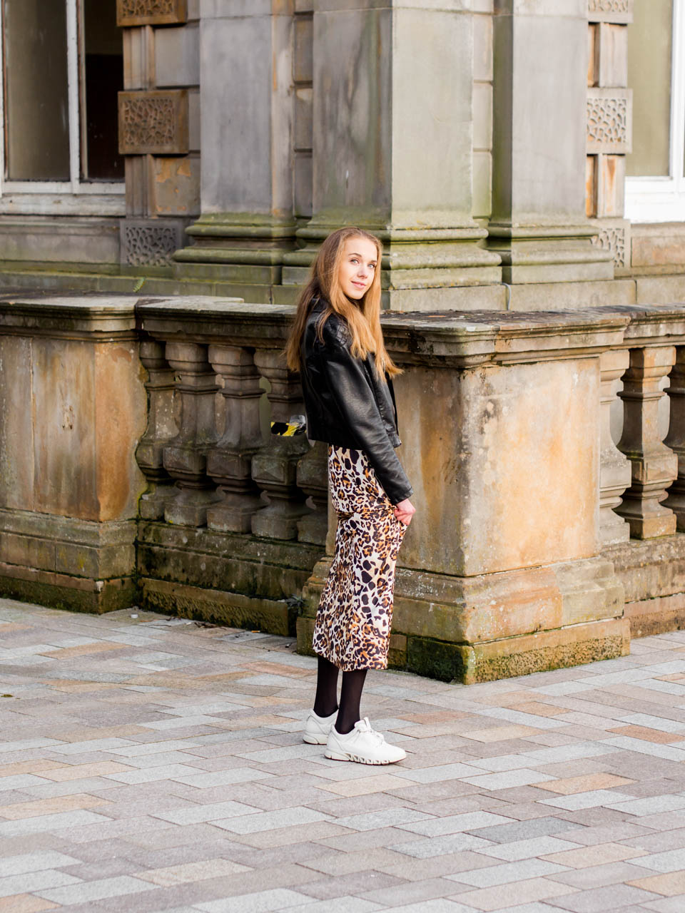Leopard print midi skirt and cashmere turtleneck autumn outfit