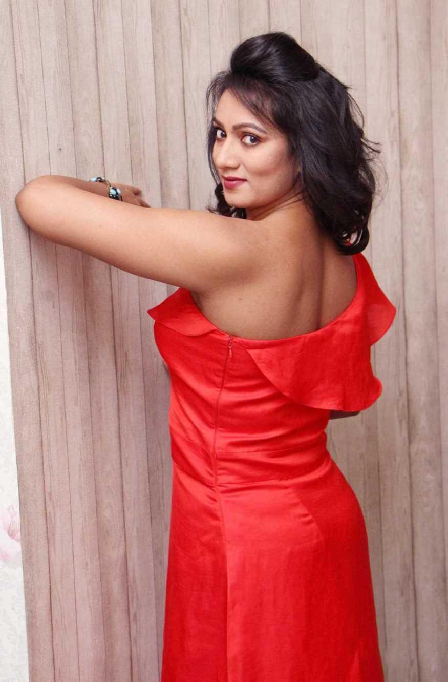 TV Actress Ashmita Karnani Hot In Red Dress