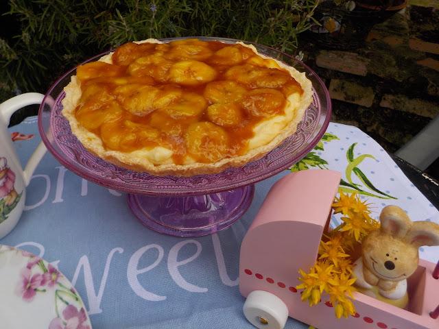 puff-pastry-tar-with-caramelized-bananas, tarta-de-hojaldre-y-vainilla-con-platanos-caramelizados