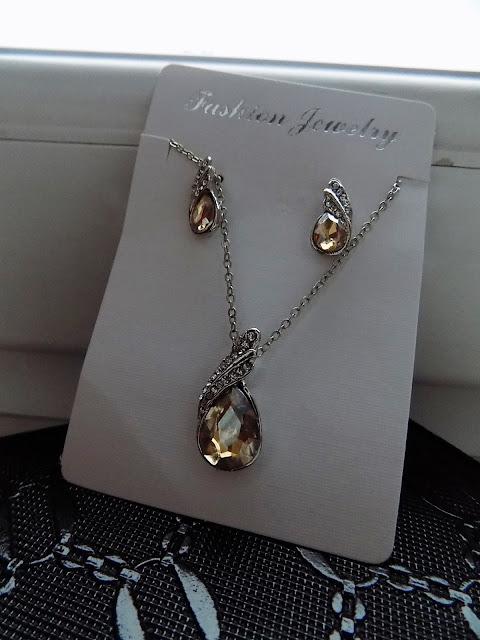 Biżuteria- idealny prezent dla naszych kochanych babć.