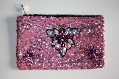 bolso de fiesta rosa claro de pedrería y lentejuelas