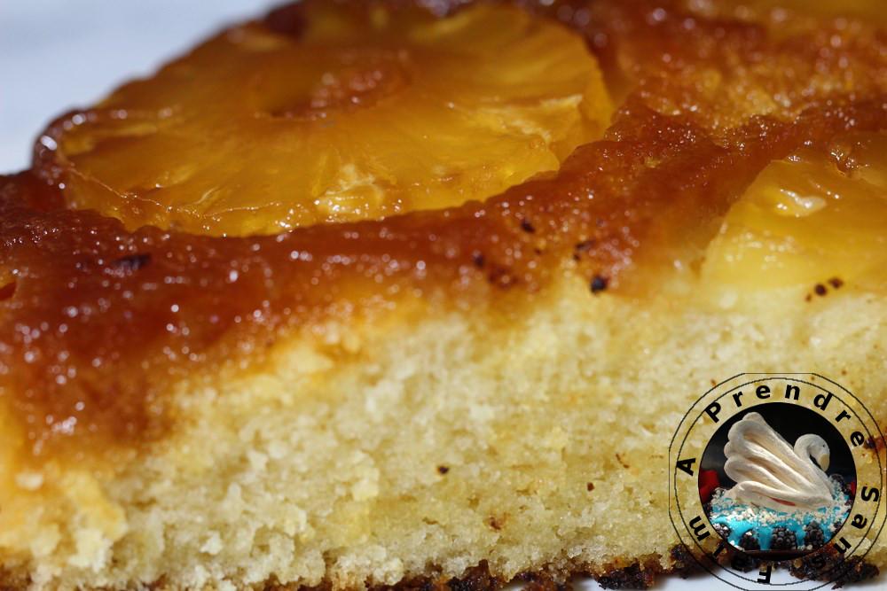 Gâteau portugais à l'ananas caramélisé