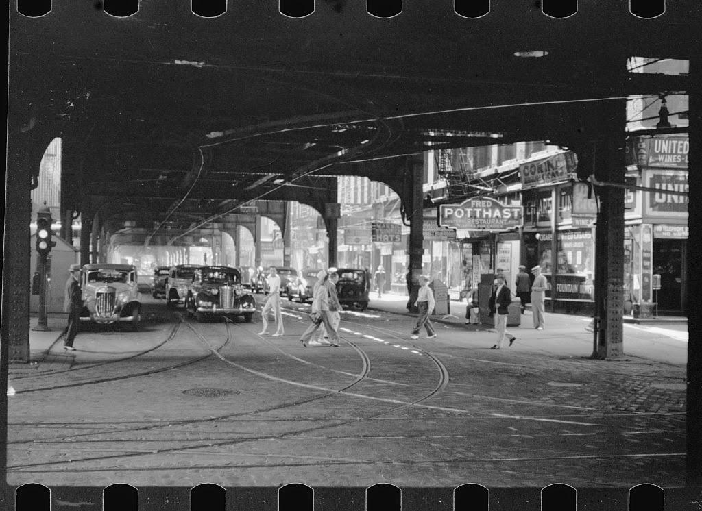 Amazing Black  White Photographs of Street Scenes of