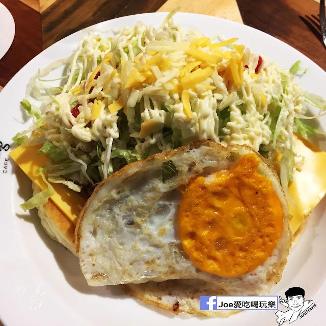 IMG 0317 - 【台中甜點】jamling Cafe 台中 - 來自東京鬆鬆軟軟入口即化的鬆餅 貓王鬆餅 吃起來有花生的甜 培根的鹹 ~一整個超級特別!!
