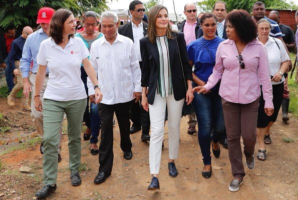 Queen Letizia wore CAROLINA HERRERA Silk dress. A water distribution project in Monte Plata Province