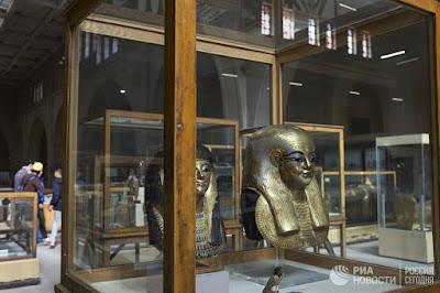 للمتحف المصرى الكبير وبعض القطع الاثرية المعروضة به  لتحفيز السياح الروس للعودة إلى مصر