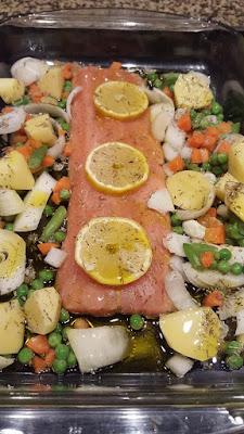 Baked salmon with lemon & fine herbs