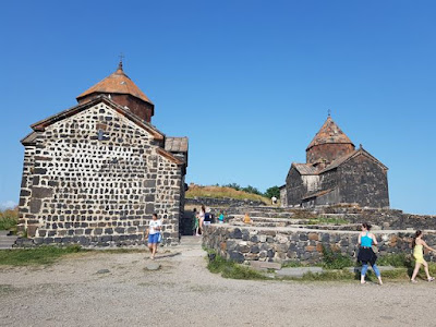 Monasterio Sevanavank, en el lago Sevan