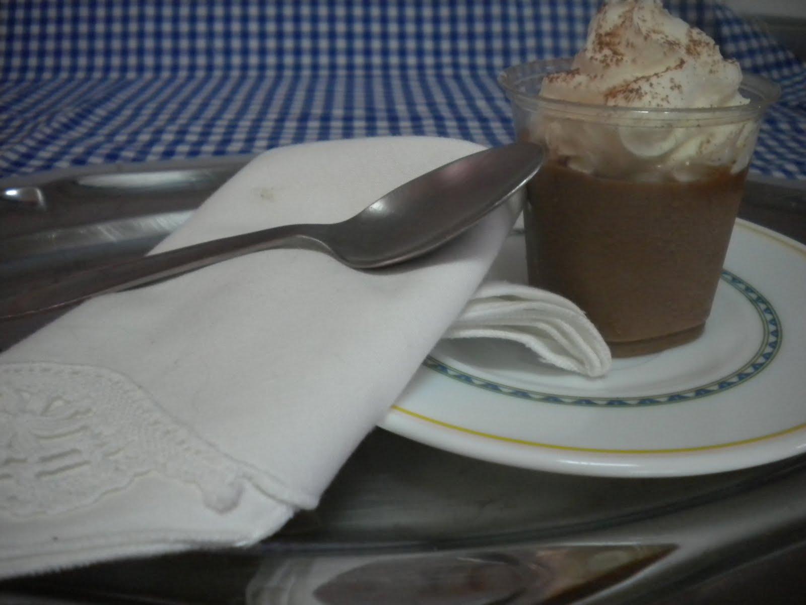 taller de cakeingenios bavarois de chocolate con nata y lluvia de cacao. Black Bedroom Furniture Sets. Home Design Ideas