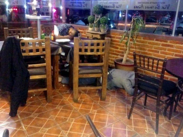 Matan a 3 hombres en un restaurante en el Estado de México