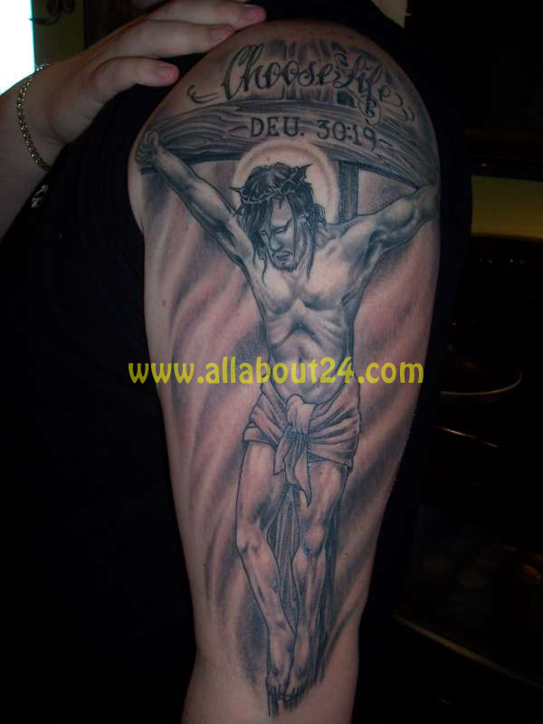 Kissing Rool Jesus Cross Tattoos