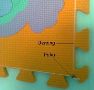 Memasang Puzzle pada Dinding Kamar Anak