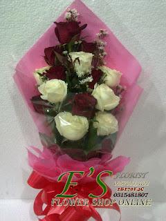 rangkaian bunga untuk wisuda