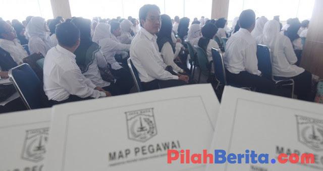 11.000 GURU HONORER DI DKI JAKARTA MENANTI DIANGKAT JADI PNS