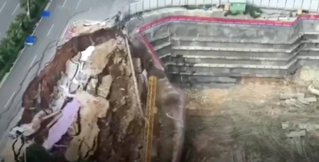 Δρόμος καταρρέει στην Κίνα και εμφανίζεται η… άβυσσος - Δείτε ΒΙΝΤΕΟ