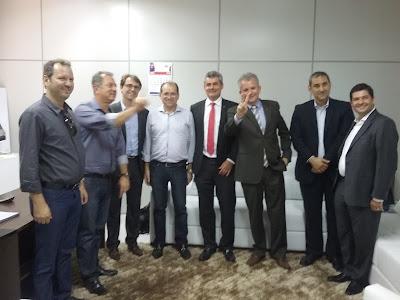 Acompanhado do ministro André Figueiredo, governador Camilo faz visita relâmpago ao Cariri