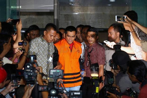 Pakai Baju Oranye KPK, Sanusi Resmi Ditahan