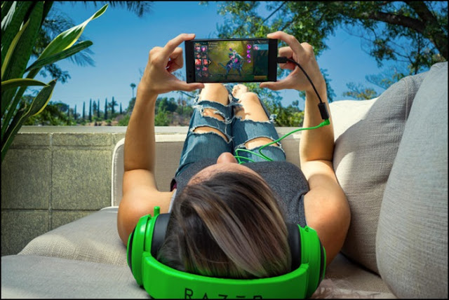 razer-phone-game-play