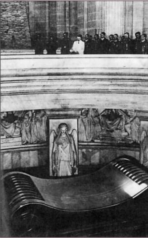 23 June 1940 worldwartwo.filminspector.com Hitler Paris Les Invalides