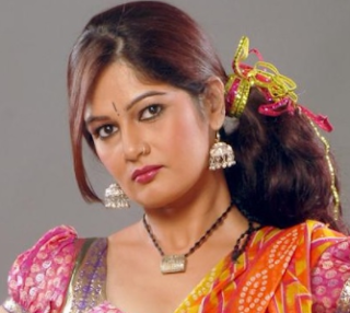 Resham Tipnis hot, age, wiki, biography