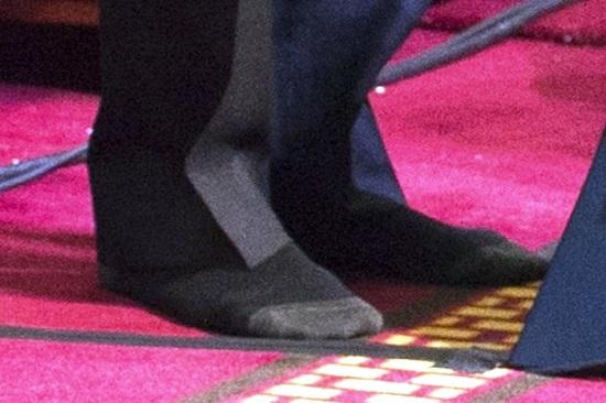 يهود امريكا يستنكرون خلع اوباما حذائه قبل دخول المسجد