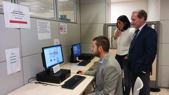 Las oficinas de empleo de la comunidad de madrid abren a for Oficinas de registro de la comunidad de madrid
