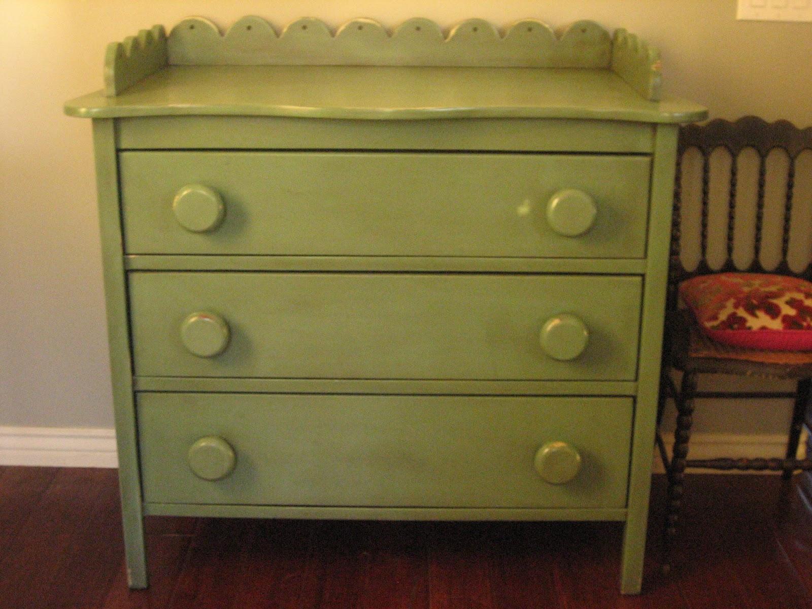 Avocodo Green Dresser Antique Set